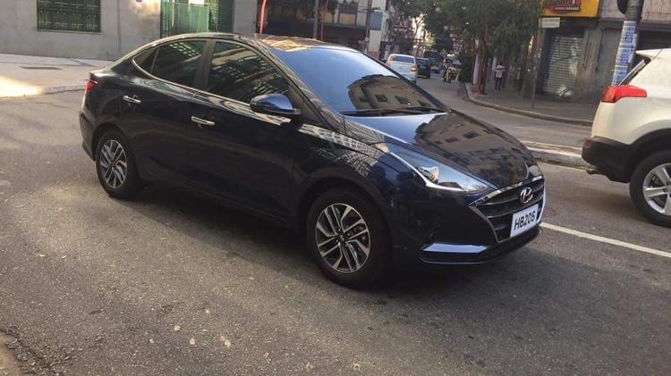 Novo Hyundai HB20S flagrado nas ruas