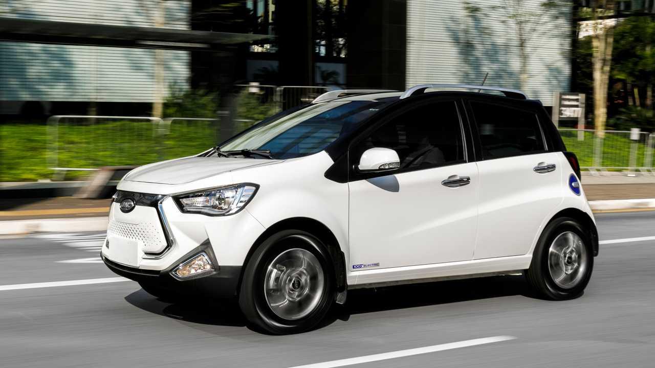 Qual seria o consumo médio (km/l) equivalente, em gasolina, de um veículo elétrico?
