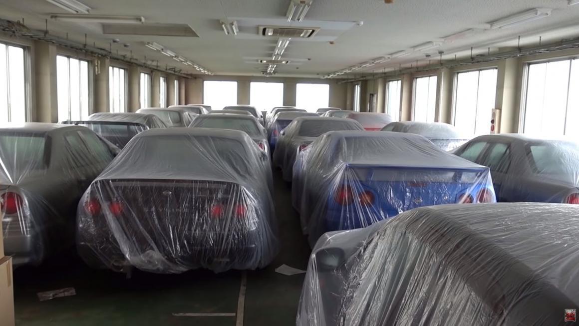 Estoque com dezenas de Nissan Skyline antigos aparece no Japão